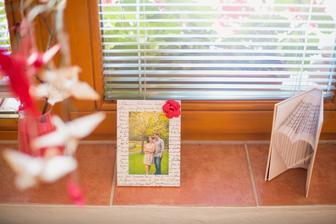 """svadobnej téme prispôsobené rámiky na fotky a """"knižné"""" srdce"""