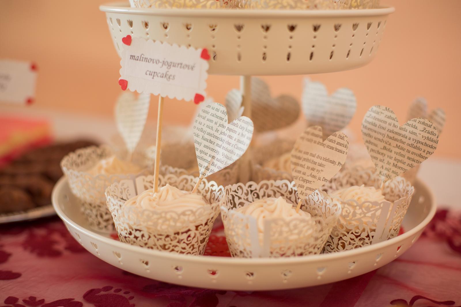 Janka{{_AND_}}Roman - knižná svadba - knižné cupcakes
