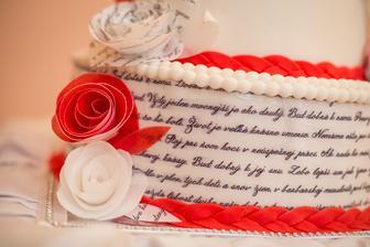 naša tematická knižná svadobná torta - obsahuje text básne Dvom od Jána Kostry