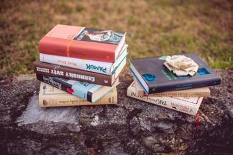 moje obľúbené knihy nemohli chýbať! všetky odporúčam. :)