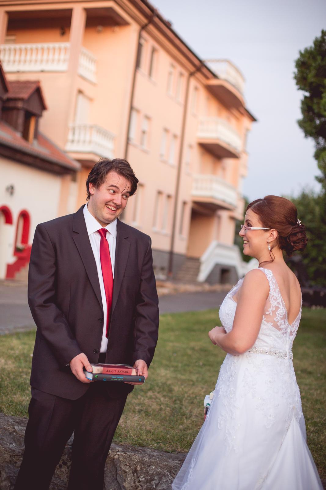 Janka{{_AND_}}Roman - knižná svadba - podujala som sa na zvyšovanie čitateľskej gramotnosti môjho manžela