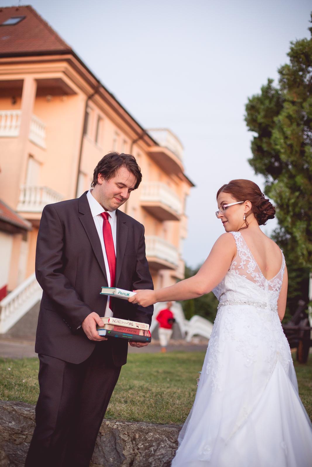 Janka{{_AND_}}Roman - knižná svadba - ešte to berie s úsmevom...