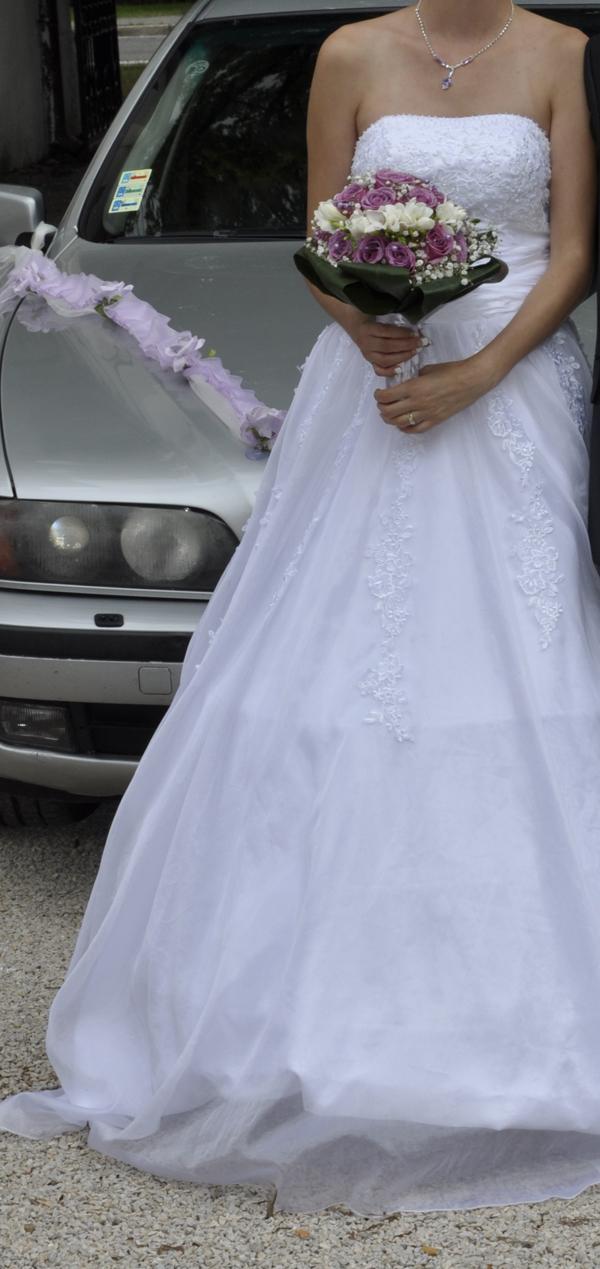 Predám biele exkluzívne svadobné... - Obrázok č. 1