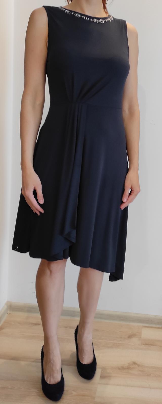 Tmavomodré asymetrické šaty - Obrázok č. 1
