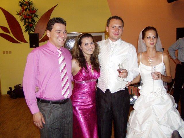 Martina{{_AND_}}Marek - s priateľmi, ktorí mali svadbu mesiac pred nami