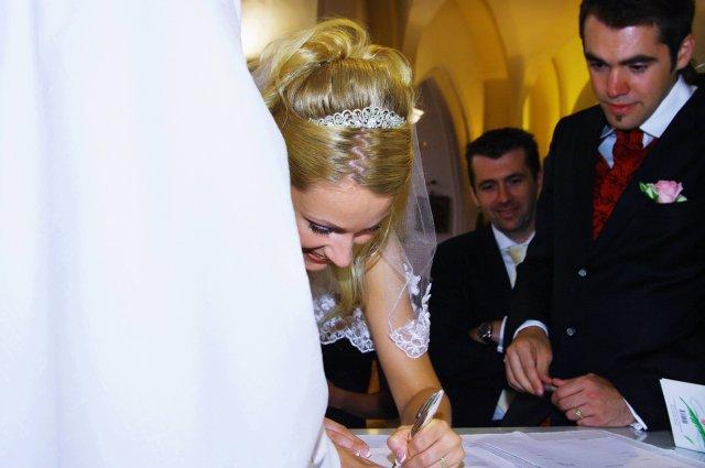 Maťka Mihalčíková{{_AND_}}Stanko Rehuš - a to sa mám podpísať už po novom???
