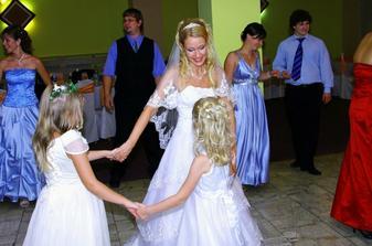 tancuj, tancuj vykrúcaj s malými krásavicami