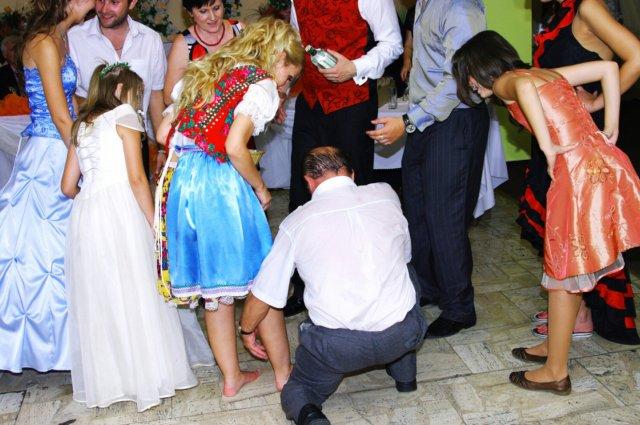 Maťka Mihalčíková{{_AND_}}Stanko Rehuš - a samozrejme, museli mi ukradnúť sandálku, si to neodpustili. Mi skoro nohu vykrútili