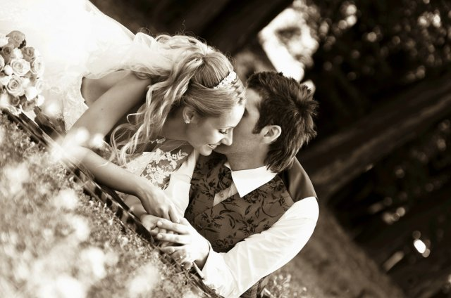 Umelecké foto zo svadby - Obrázok č. 14