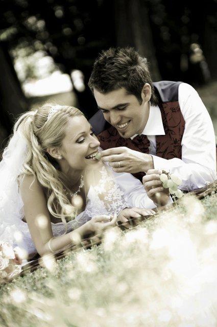 Umelecké foto zo svadby - Obrázok č. 15