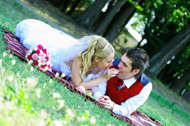 Umelecké foto zo svadby - Obrázok č. 16