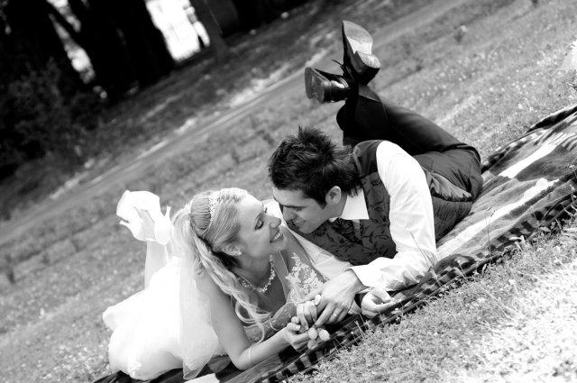 Umelecké foto zo svadby - Obrázok č. 17