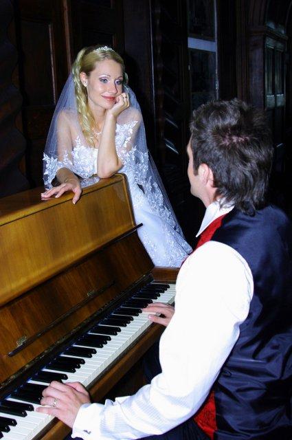 Umelecké foto zo svadby - Obrázok č. 46