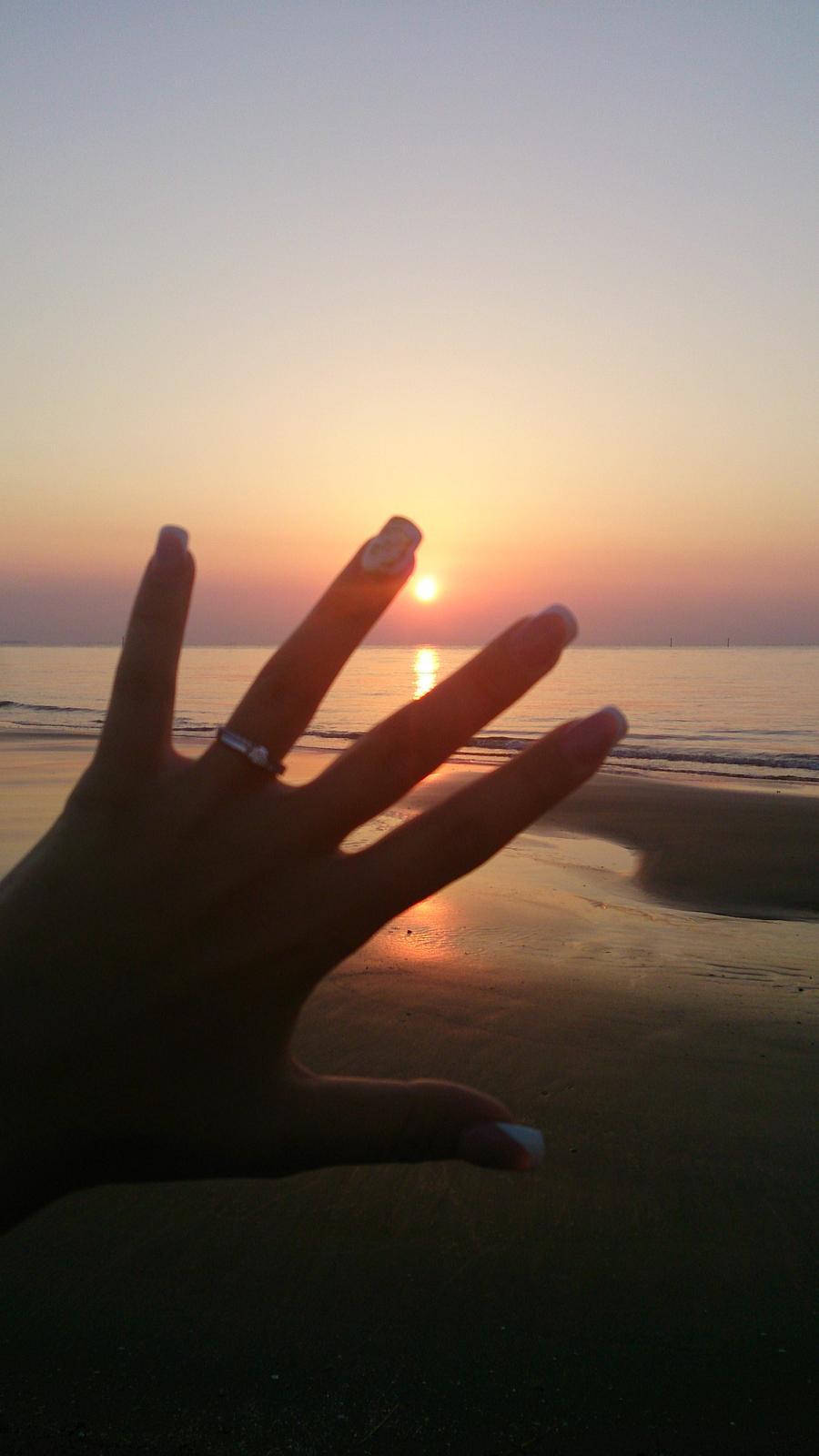 Bude svadba, svadbička :) - ...romantika ako vyšitá...asi 8 km cesta k majáku, vstávanie o pol 4 ráno a ranná prechádzka popri mori...a to všetko kvôli východu Slnka a ako som neskôr zistila, kvôli môjmu krásnemu prstienku a začiatku plánovania nášho spoločného života :-*