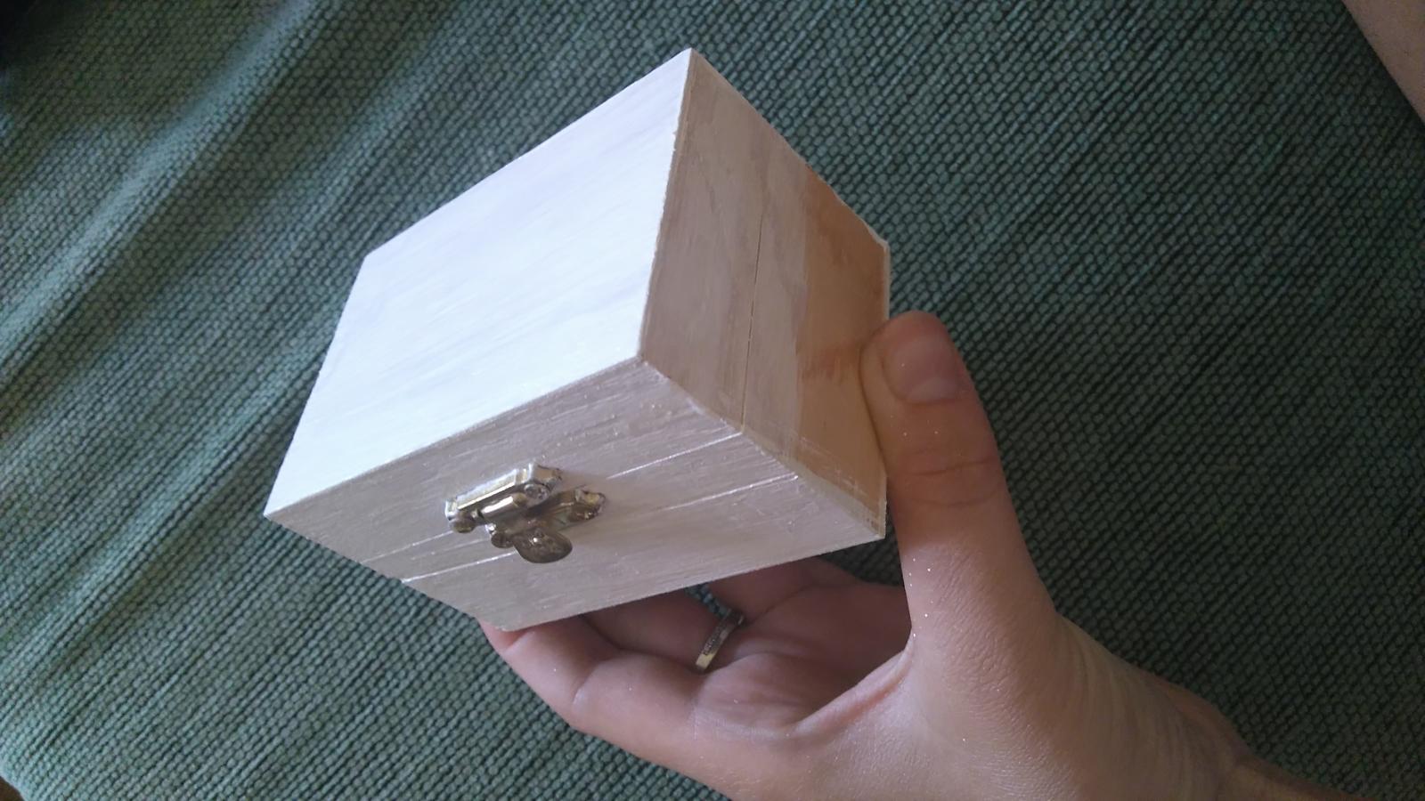Bude svadba, svadbička :) - krabička na prstienky v procese tvorby :)