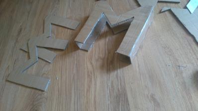 vyrábam si iniciály našich mien :) na fotenie a na stôl :)