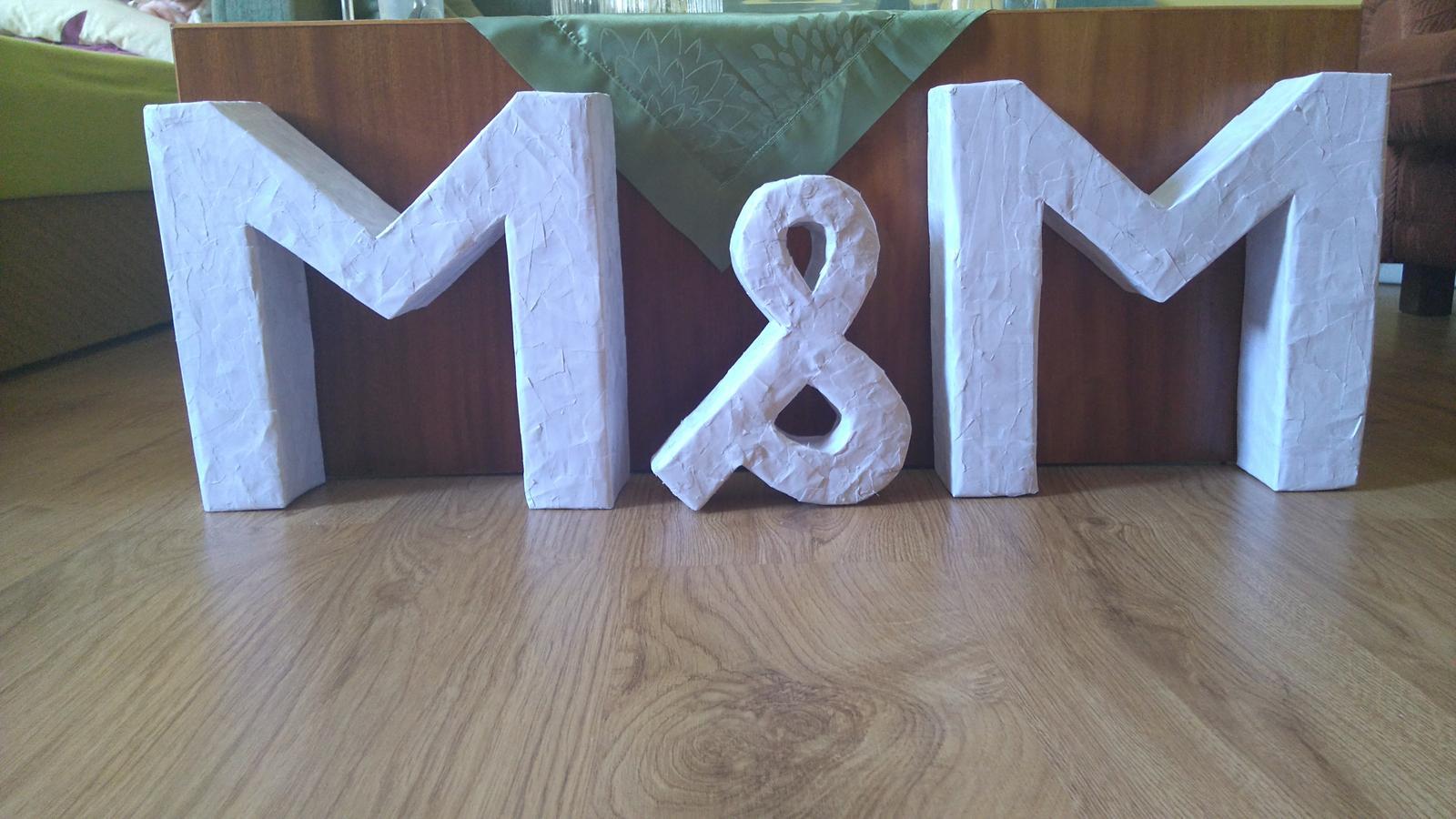 Bude svadba, svadbička :) - už len trošku osmirglovat, aby bol povrch hladký, namaľovať a nalakovat :)