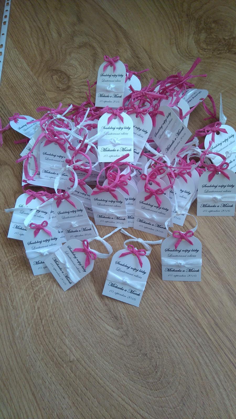 Bude svadba, svadbička :) - tieto etiketky už čakajú na svoju fľašku vínka...a ešte treba raz toľko vyrobiť ;-)