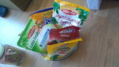 Misa plná cukríkov...ani sa tam nepomestia všetky :-D