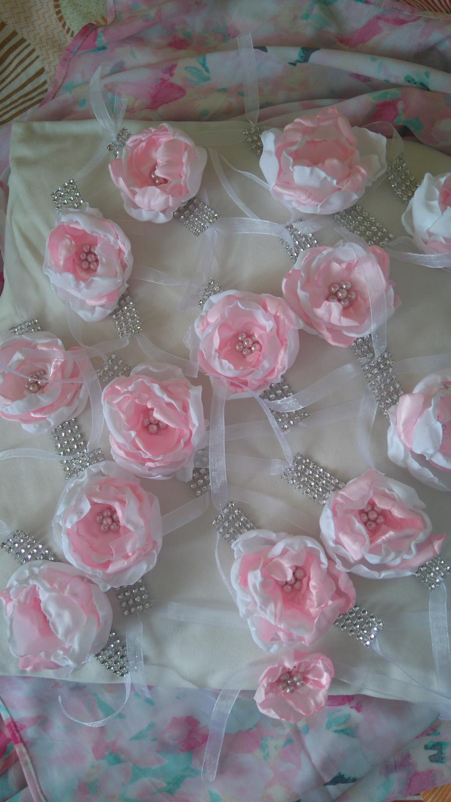 Bude svadba, svadbička :) - hotové náramky pre všetky slobodne dievčatá :-)