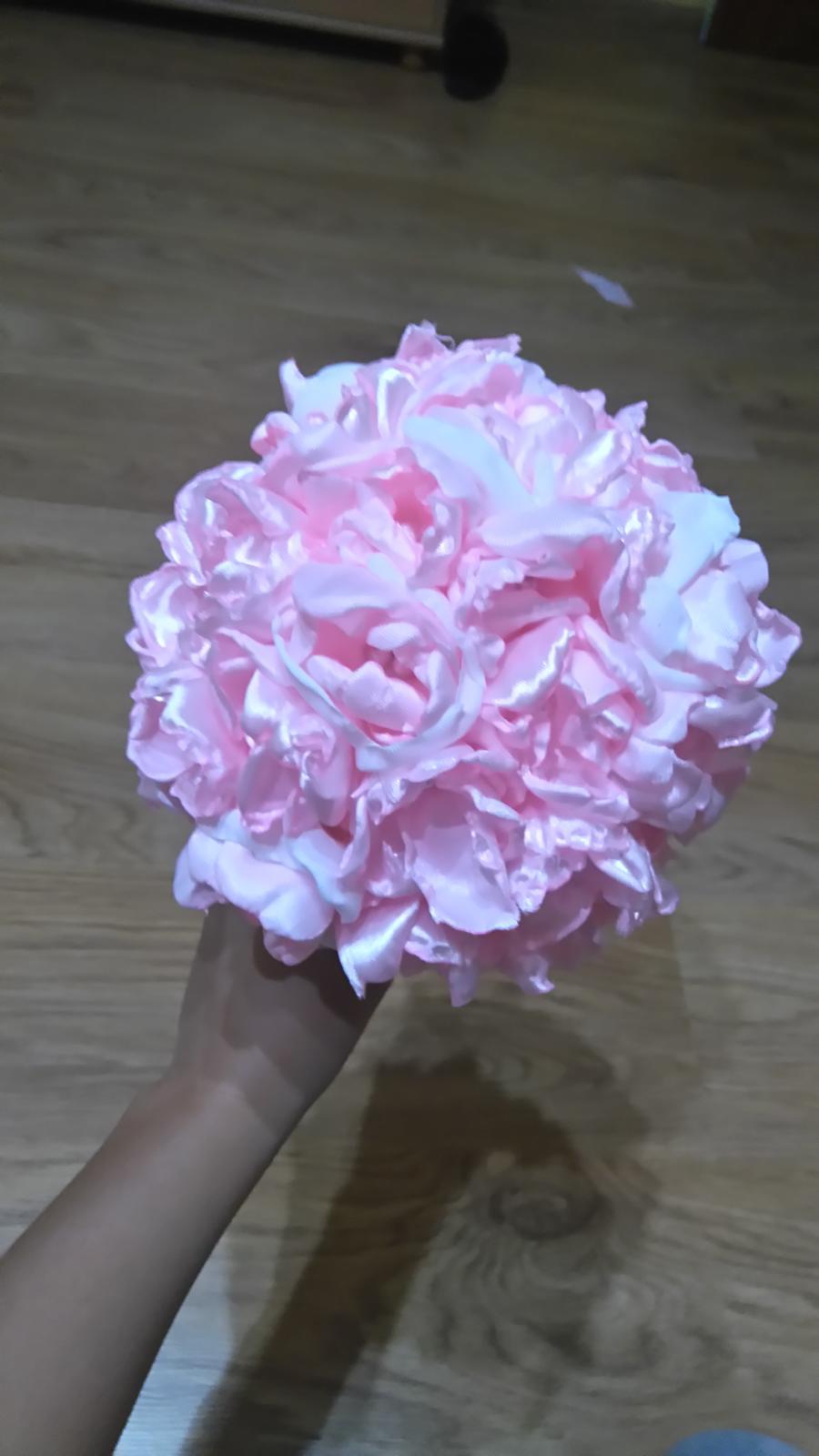 Bude svadba, svadbička :) - kytica na hádzanie..keďže tu svoju pravú si chcem nechat :-)