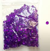 Fialové dekorační kamínky,