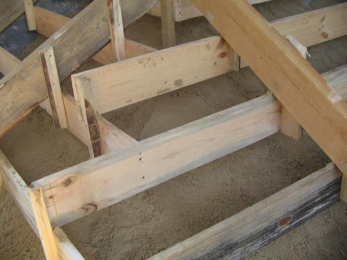 Dom - salung na schody...