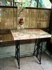 Stůl do pergoly