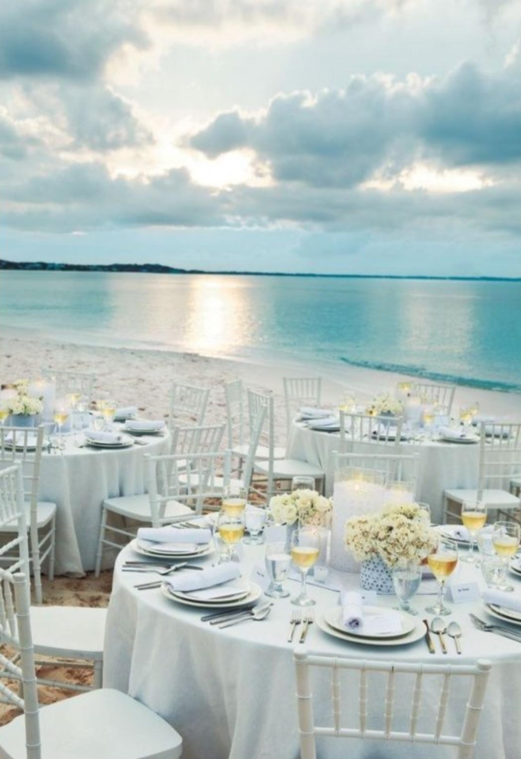 Kto by si chcel sadnúť za takýto svadobný stôl?😉🤍🌊🌅 - Obrázok č. 1