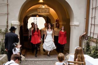 Taneční skupina Sona Sól a stepující nevěsta