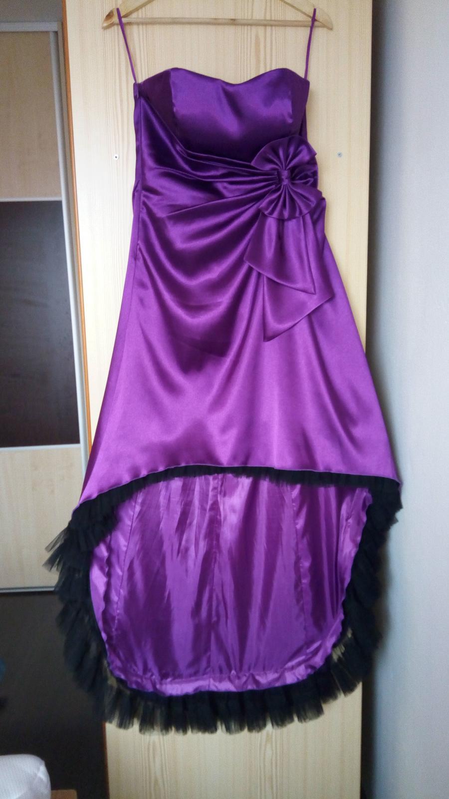 Fialové saténové šaty  - Obrázok č. 1