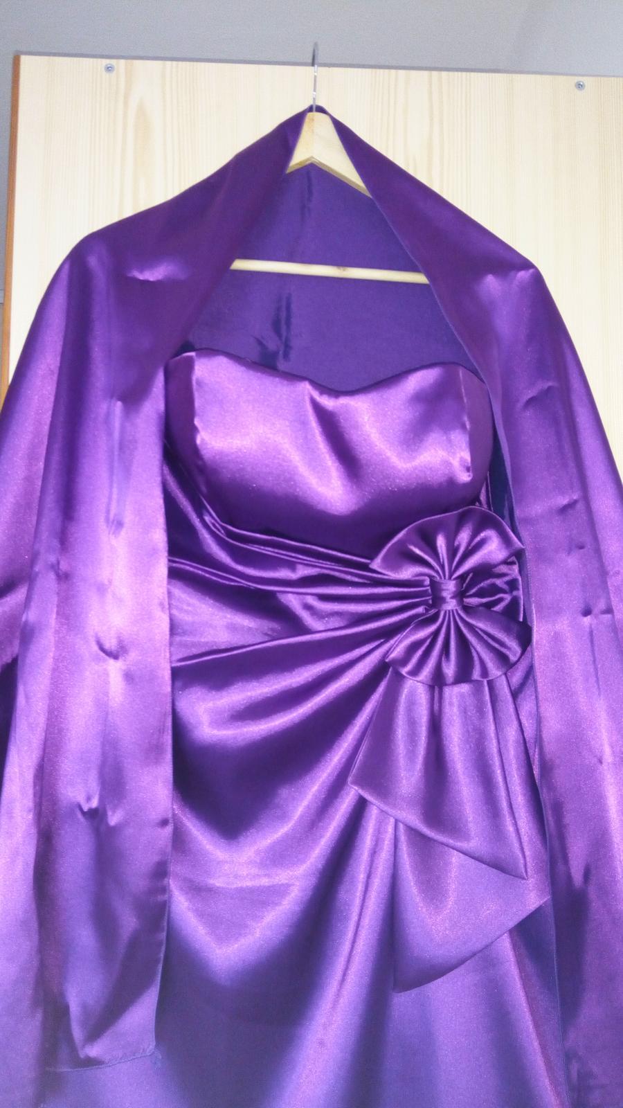 Fialové saténové šaty  - Obrázok č. 2
