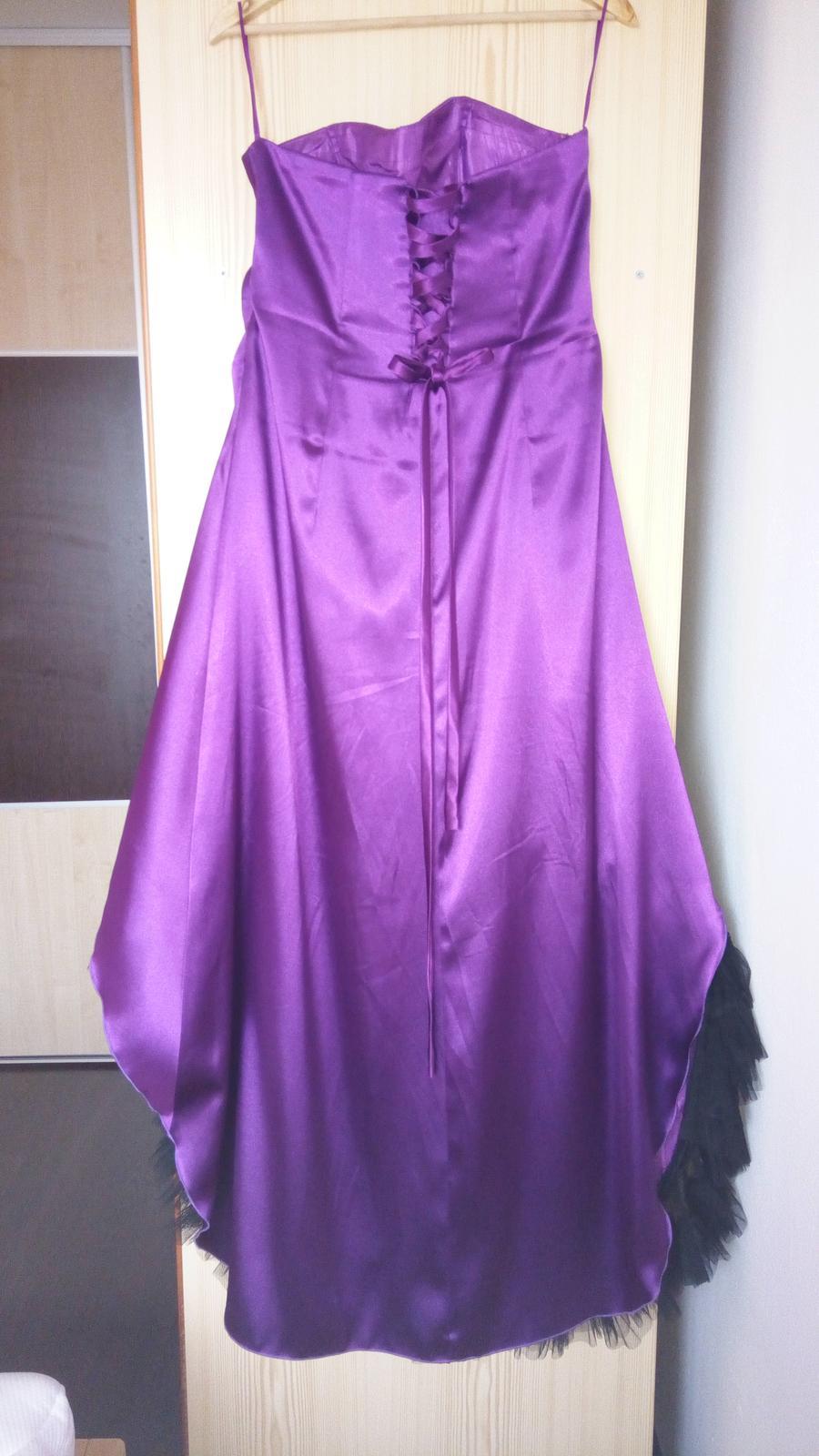 Fialové saténové šaty  - Obrázok č. 3