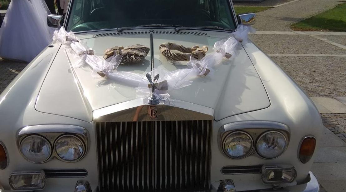 Rustikální výzdoba na auto ženicha a nevěsty  - Obrázek č. 1