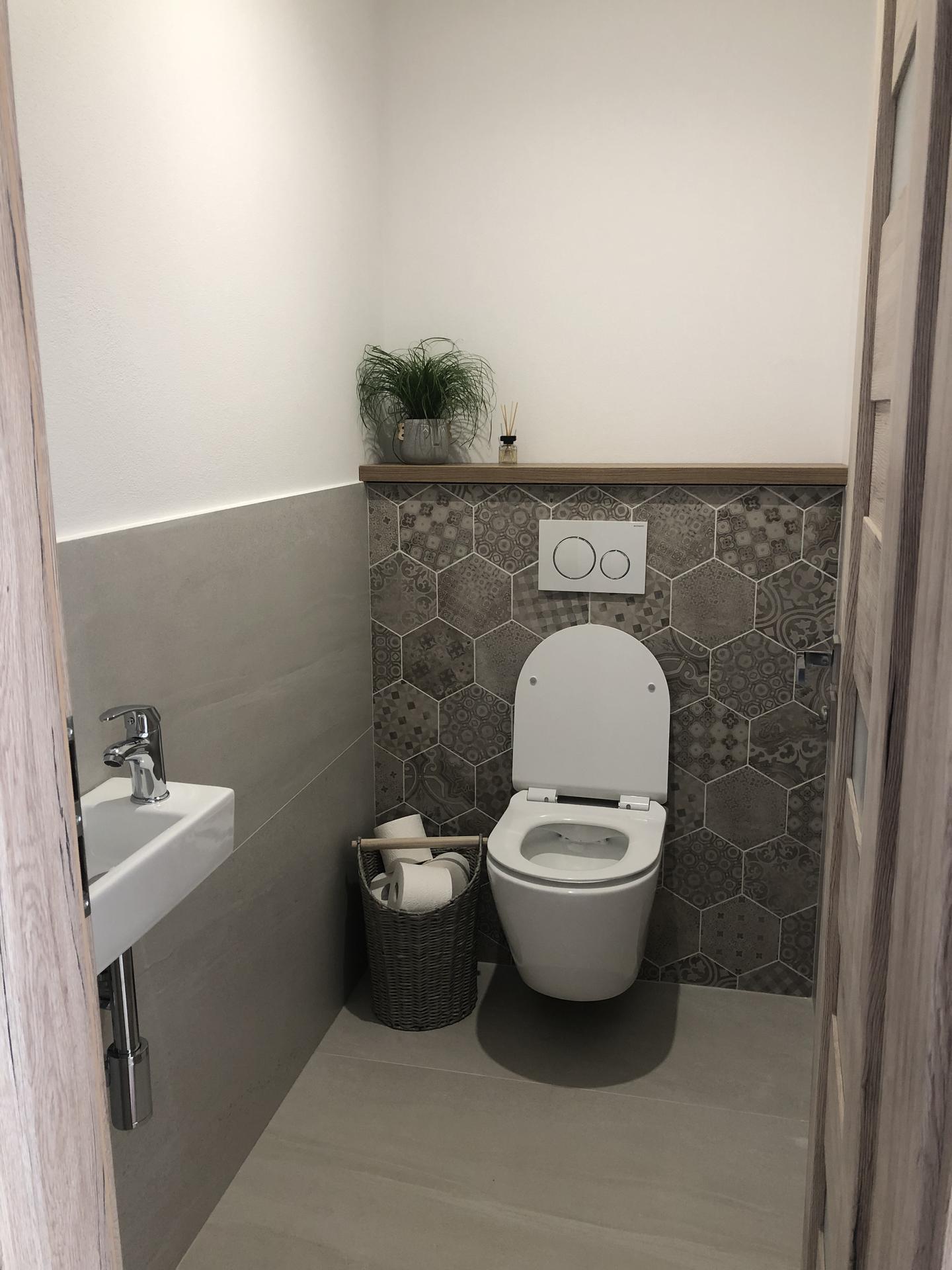Keď sa sny začnú plniť ... 🏡 - Ešte zrkadlo, vesiak na uteráky, držiak na toaletné papiere …