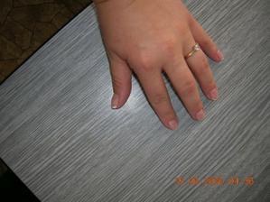 můj zásnubní prstýnek, je nádherný