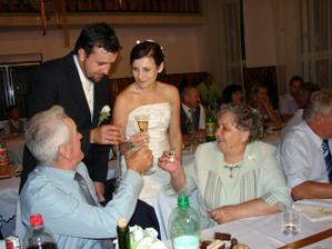 Prípitok s nevestinými starými rodičmi