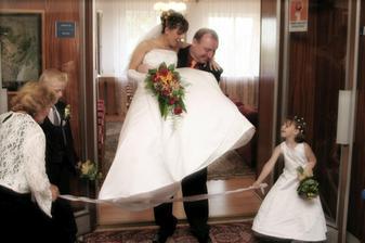 manželé Jasanští vycházejí
