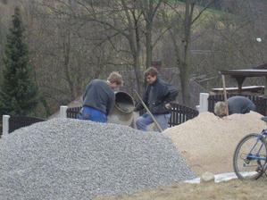 Naše domácí betonárka :)