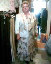 moje nej... maminka sehnala krásný kostým, aby ladila s nevěstou, kterou povede