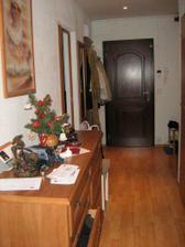 Pohľad z chodby na vchodové dvere
