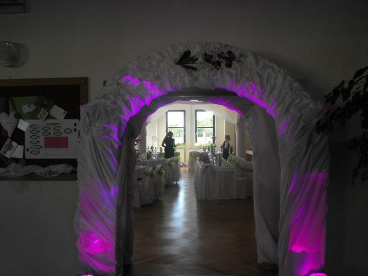 Naše prípravy - takýto krásny svadobný oblúk mi bude robiť známy