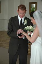 Nase stribrne svatebni prstynky, za ktere jsme zaplatili 250 Kc.