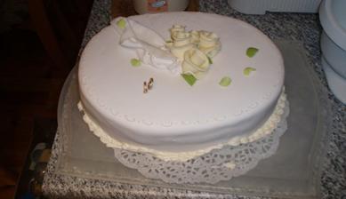náhradna torta v poslednej sekunde (vďaka Pali ;o) ) - pôvodná  sa diametrálne odlišovala od predlohy