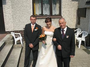 Spolu se ženichem a tatínkem