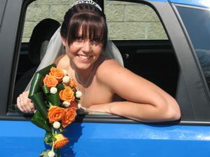 V nevěstině autě