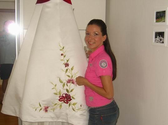 Olise - šaty doma ,teším sa ,že sadli na mieru, ak keď som si ich kupovala na diaľku z USA