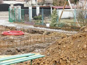 20.3.2010 ... koše do základů ... vše připraveno na betonování