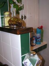 Olejčeky do vane...ale nie tá tekutina v modrej nádobe v pozadí :)