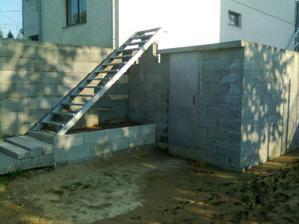 predbežne osadené vonkajšie schodisko